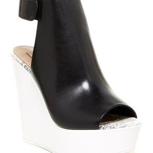 NWT BCBG Cue Wedge Shoe